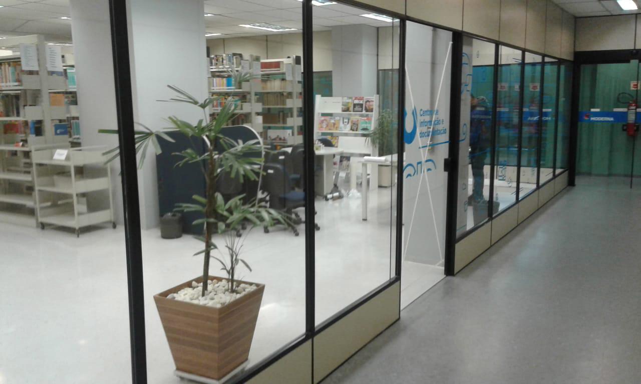 Divisórias para escritórios SP da 2M Divisórias